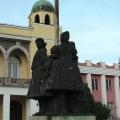 A Három leány szobra